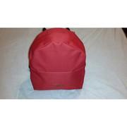 Красивый красный рюкзак ручного шитья из ткани