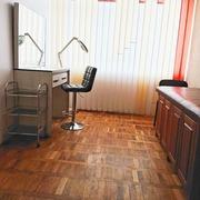 места для мастеров маникюра,  педикюра,  бровиста,  визажиста,  лашмейкера